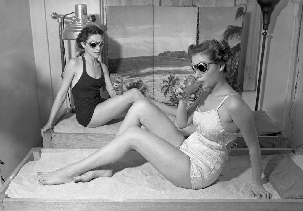 """Day of Beauty"" in Rubinstein's 715 Fifth Av. salon, 1938 (Image: Corbis via Mashable/ Retronaut)"