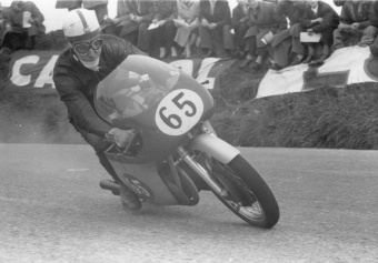 John Surtees riding a 500cc M.V. Agusta - Isle of Man Tourist Trophy, 1958 (mbike.com photo album by Maanala)