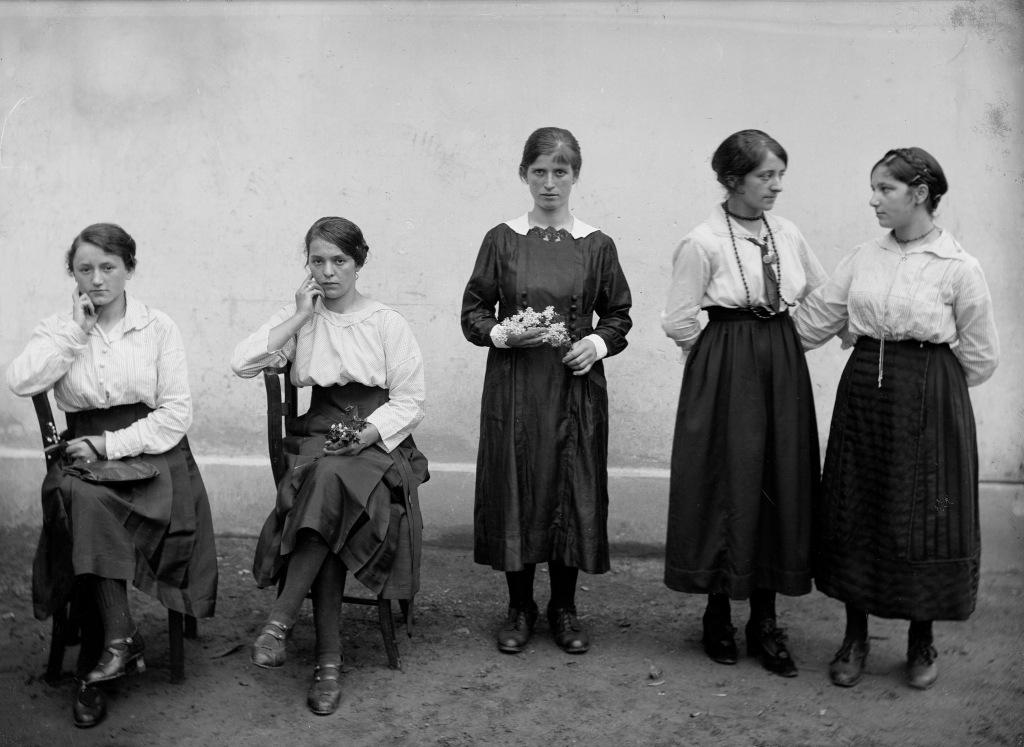 Operaie della fabbrica di cioccolato Cima Norma 1904-1932 (Fondazione Archivio Fotografico Roberto Donetta, Corzoneso)